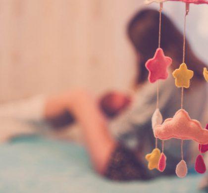 ¿El bebé puede dormir con un trapito en la cara?